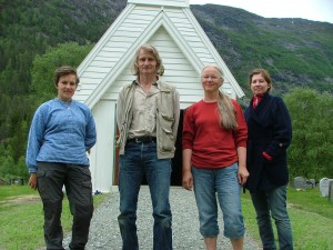 Kyrkjegranskarar i arbeid 17. juni: Ingebjørg Øveraasen, Ola Storsletten, Anne Marta Hoff og Elisabeth Andersen